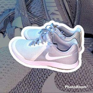 Women's Nike running shoes size 6.5
